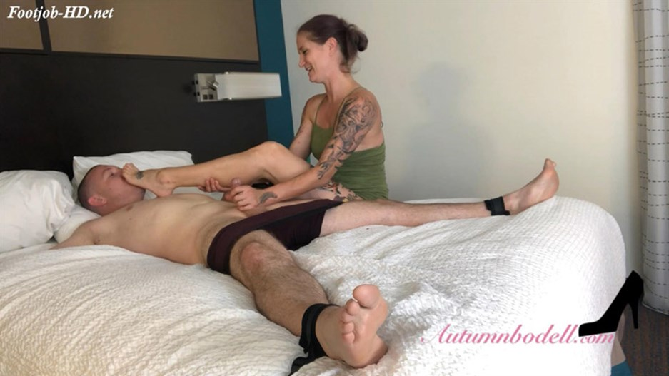 Am I scary with my feet wrapped around your dick – Autumn Bodells Feet Diaries