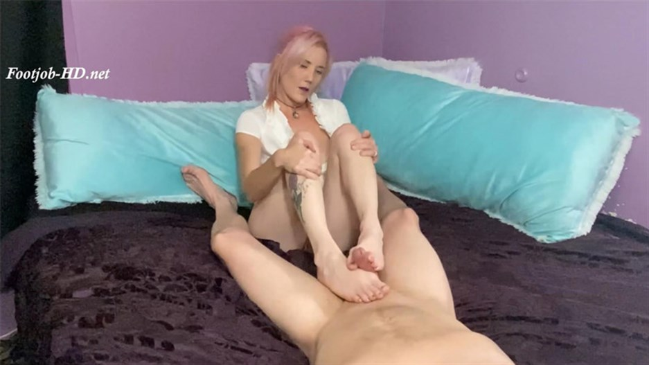 Custom POV Stinky Footjob Until He Cums – Kandi Playpen