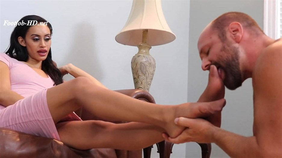 Gia Vendetti (DSC8-6) Foot Slave Fetish Ripped Stockings Cumshot Oral – Azure Sky Films