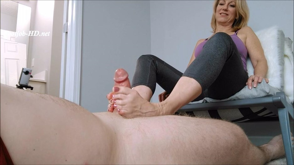 MoRina Footjob in Yoga Pants – MoRinas Fetish Society