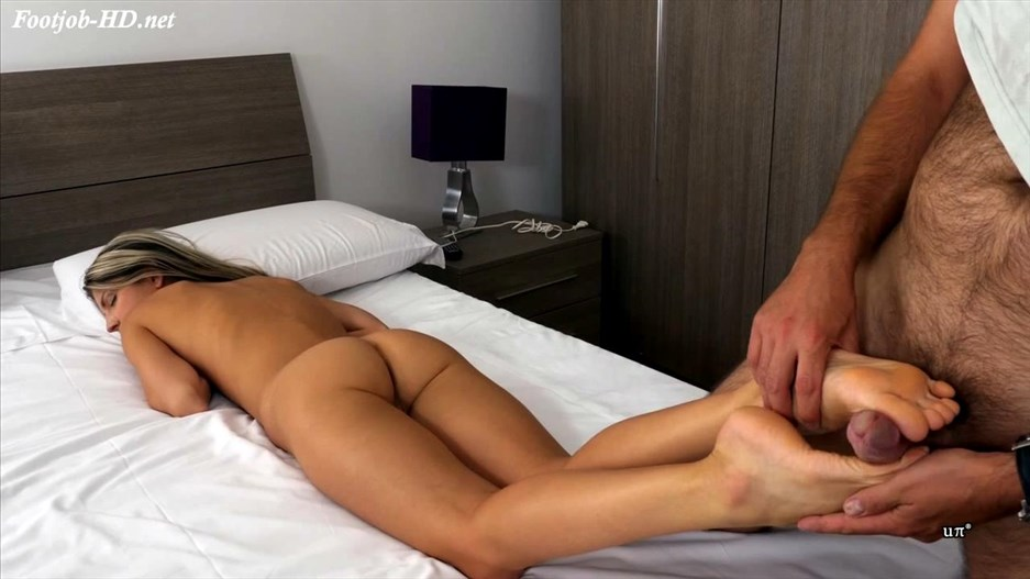 SLEEPING FEET ABUSE – UNCHAINED PERVERSIONS GONZO – Gina Gerson