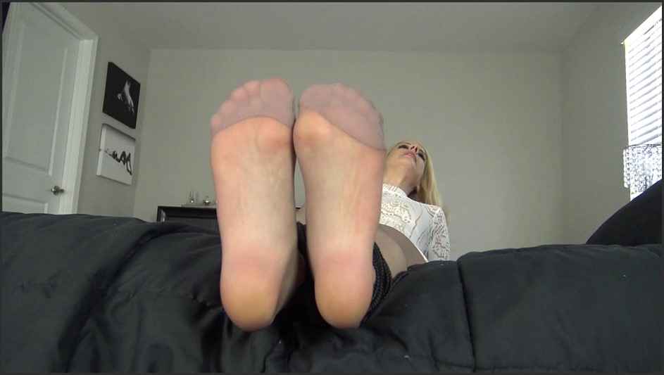 TheFootFantasy – Roxie Rae's Soles In Pantyhose